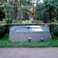 Suomen edesmenneiden presidenttien haudat