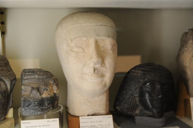 Verraten suurpiirteinen varapää Petrie Museumissa Lontoossa. Kuva: Ilari Aalto.