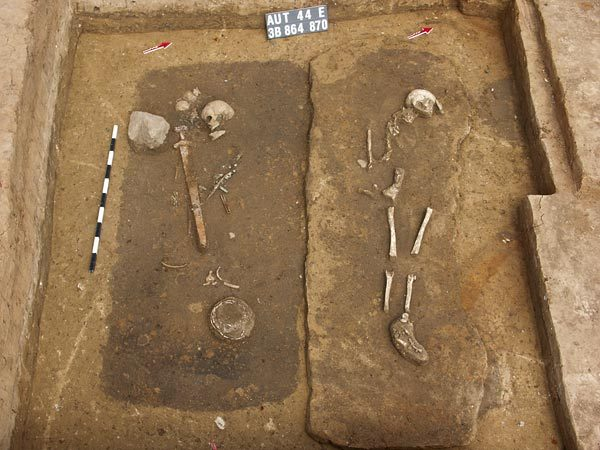 Testaa tietosi ihmisjäänteistä ja hautausten arkeologiasta