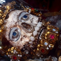 Katolisen Euroopan ossuaariot ja jalokiviin puetut luurangot