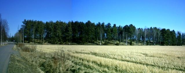 Euran Käräjämäkeä lounaasta. Osmanmäki oli aikoinaan osa samaa mäkeä. Sittemmin Osmanmäestä on ajettu hiekkaa, ja osa siihen kuuluneesta alueesta on tutkittu 1985 liikerakennusten tieltä.
