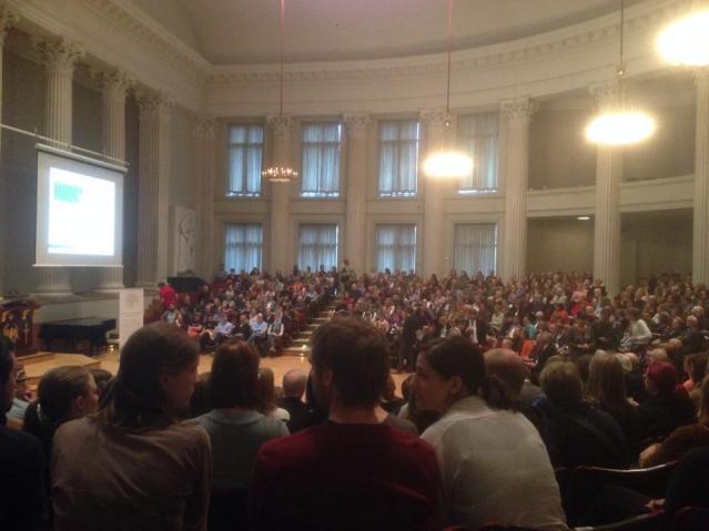 Leakeyn luento veti luentosalin täyteen kuulijoita. Kuva: Juhani Gradistanac.