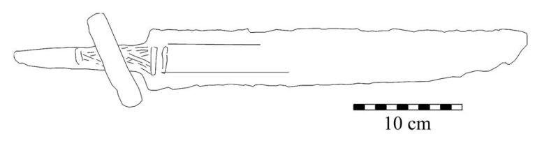 Kuva 6. Piirros Hauholta löytyneestä miekasta (KM 16279), jonka säilästä on venytetty uusi ruoto kahvaan. Piirros: Mikko Moilanen.