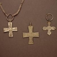 Rautakautiset ristiriipukset – Todisteita kristinuskon saapumisesta?
