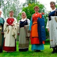 Uusi väitöstutkimus rautakauden Suomessa käytetyistä väreistä ja tekstiilien värjäysmenetelmistä