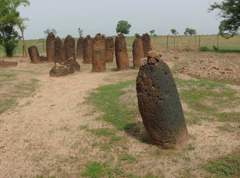 Kivikehä Wassussa, Gambiassa. Kuva: Niels Broekzitter/Flickr CC.