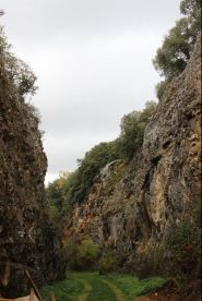Trinchera del Ferrocarril on 500 metriä pitkä rautatiekaivanto. Sen varrella on useampi kaivauskohde. Kuva: Heli Etu-Sihvola