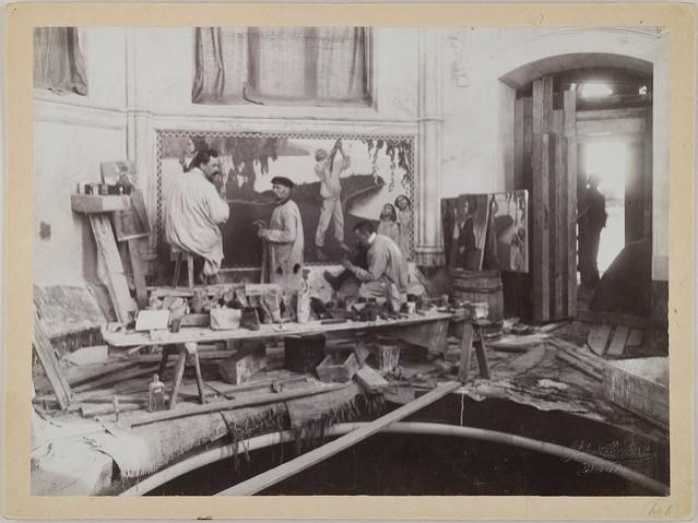 Axel Gallén apulaisineen maalaamassa freskoa Juseliuksen mausoleumissa 1901-1903. Kuva: Gallen-Kallelan museo.