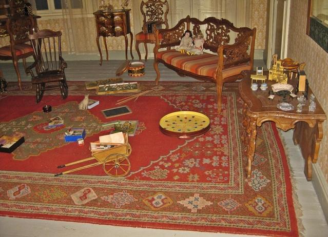 Sigridin huoneen ennallistus Satakunnan museossa. Huone on sisustettu Sigridin omistamilla tavaroilla. Huonekalut oli teetetty aitojen mallien mukaan lapsen mitoille sopiviksi. Kuva: Ninni Närväinen (Satakunnan museon luvalla).