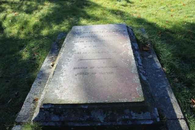 Anders Gustav Simeliuksen hautakivi. Kuva: Heli Etu-Sihvola.