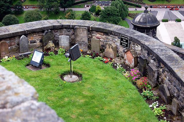 Edinburghin linnan upseerien koirien hautausmaa otettiin käyttöön jo ennen 1800-luvun puolivälisä. Kuva: Jpellgen/Flickr CC.