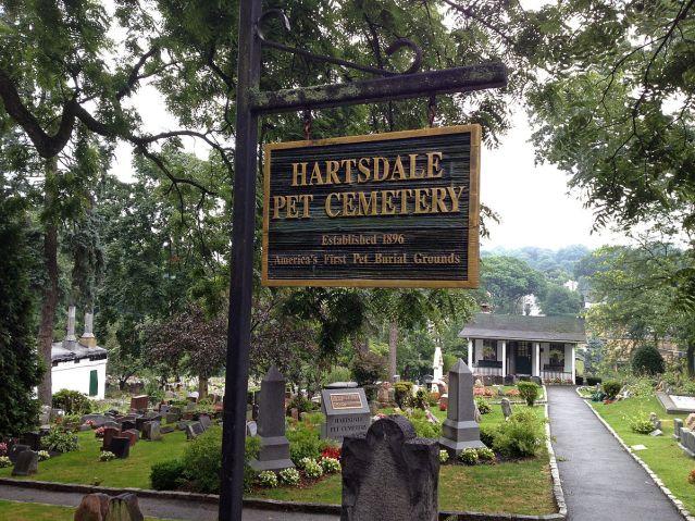 Hartsdalen lemmikkieläinten hautausmaata New Yorkissa pidetään Yhdysvältojen vanhimpana. Kuva: Steve Strummer (Wikimedia Commons).