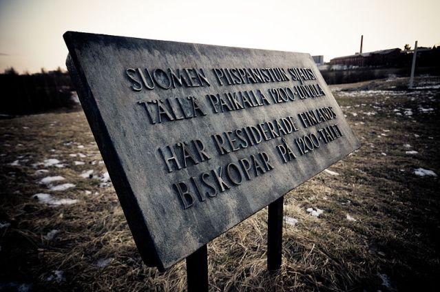 Turun Koroisiin Kristiina kävi tutustumassa jo koulussa. Aiemmin vain historioitsijoiden tutkimuskohteena ollut paikka on nykyisin myös arkeologien tutkima kohde. Kuva: Anssi Koskinen (Wikimedia Commons)