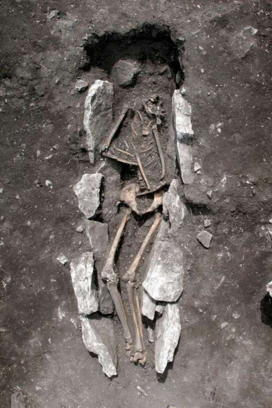 Kreikan kulttuuriministeriön julkaisema kuva Lýkaionin poikkeuksellisesta hautauksesta.