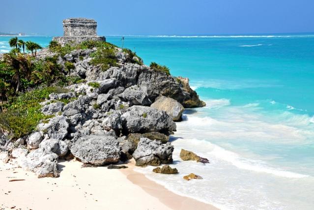 Tulumin maya-temppelin raunio sijaitsee merellisessä ympäristössä. Kuva: Dennis Jarvis/CC.