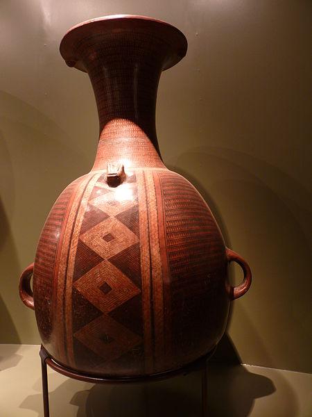 Inkakulttuurin aikainen aribalo-ruukku Cuscon museossa. Kuva: David Monniaux/CC.