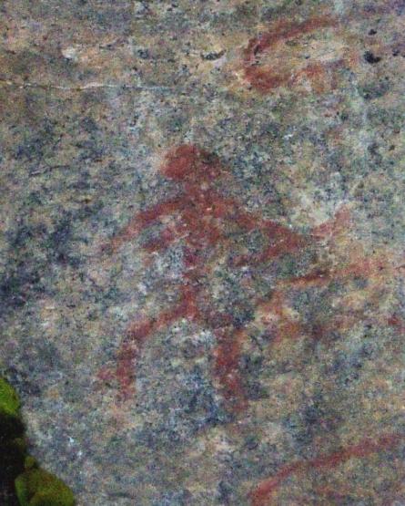 Astuvansalmen kivikautisessa kalliomaalauksessa esiintyy jousta pitelevä naishahmo. Ohto Kokko/CC.