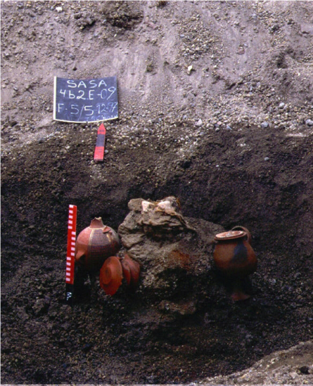 Capacocha-hautauksen kaivaus. Bray et al. 2005, fig 2.