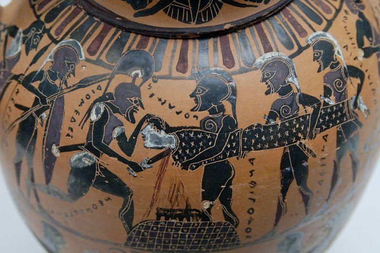 Neoptolemus uhraa Polyxenan attikalaisessa amforassa (570-550 eaa.) Kuva: Marie-Lan Nguyen/Wikimedia Commons.