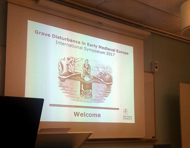 Muinaisuudessa tapahtuneeseen hautoihin kajoamiseen keskittyvässä symposiumissa Tukholmassa. Kuva: Ulla Moilanen