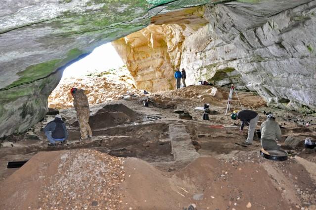 Coversea Cave 2:sta löydettiin vuoden 2014 kaivauksissa myös rautakautisen metallintyöstön jälkiä. Kuva: Society of Antiquaries of Scotland.