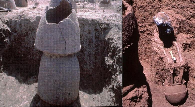 Vasemmalla päällekkäisiä ruukkuja haudan merkkinä Houloufin kalmistossa. Oikealla saman kalmiston istuvaan asentoon tehty hautaus, vainajan jalat astiassa. Kuvat: Holl 2006, fig. 28-29.