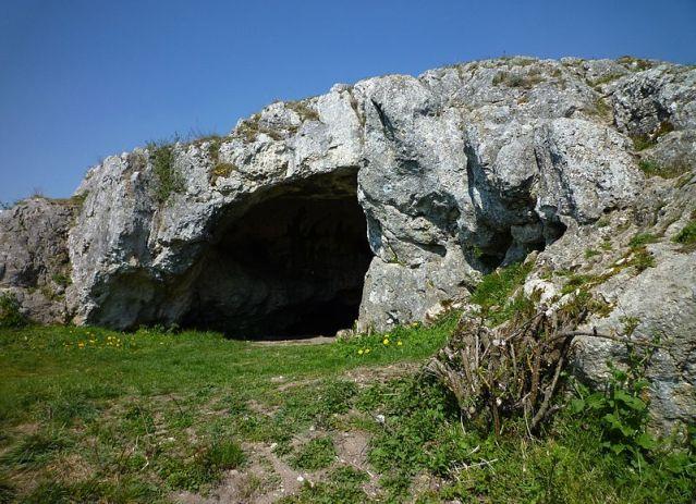 Ofnetin luola Baijerissa. Kuva: WIkimedia Commons.