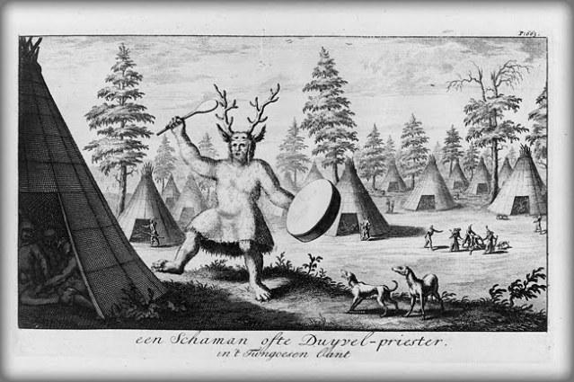 Vuonna 1785 tehty piirros kuvaa siperialaisten evenkien shamaania, jonka päähineessä on peuran sarvet.