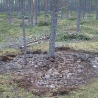 Myöhäisrautakautisia erämaahautoja ympäröivä muinaisjäännös- ja luonnonmaisema paikkatietoanalyysien kautta tarkasteltuna