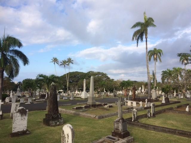 Näkymä hautausmaalle, Honolulu, Havaiji. Ei yhteyttä tekstin luukokoelmiin. Kuva: Heli Maijanen.
