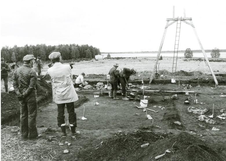 Tornion Oravaisensaaren vuoden 1973 kaivaukset liittyivät Tornionlaakson ja Peräpohjolan asutuksen alkuperää tutkineeseen Oulun yliopiston hankkeeseen. Tornionlaakson museo – Tornedalens museum, kuva-arkisto.